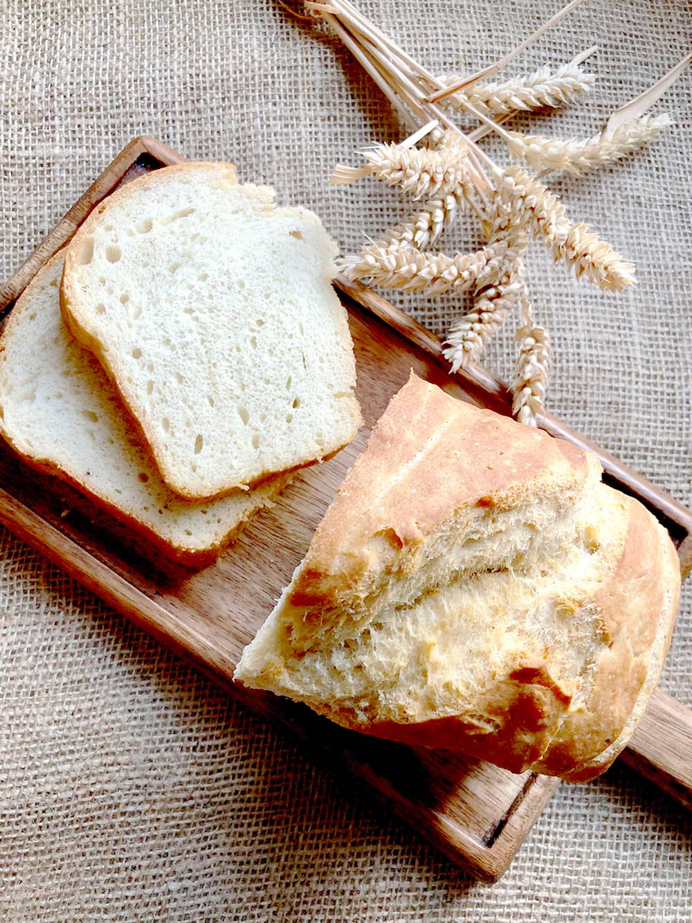 Black pepper and olive oil homemade bread