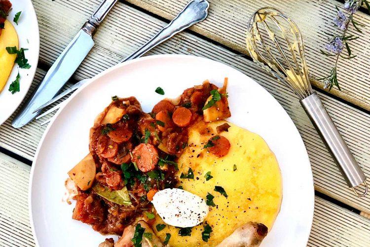 Chicken with garlic, vegetable tomato sauce and polenta