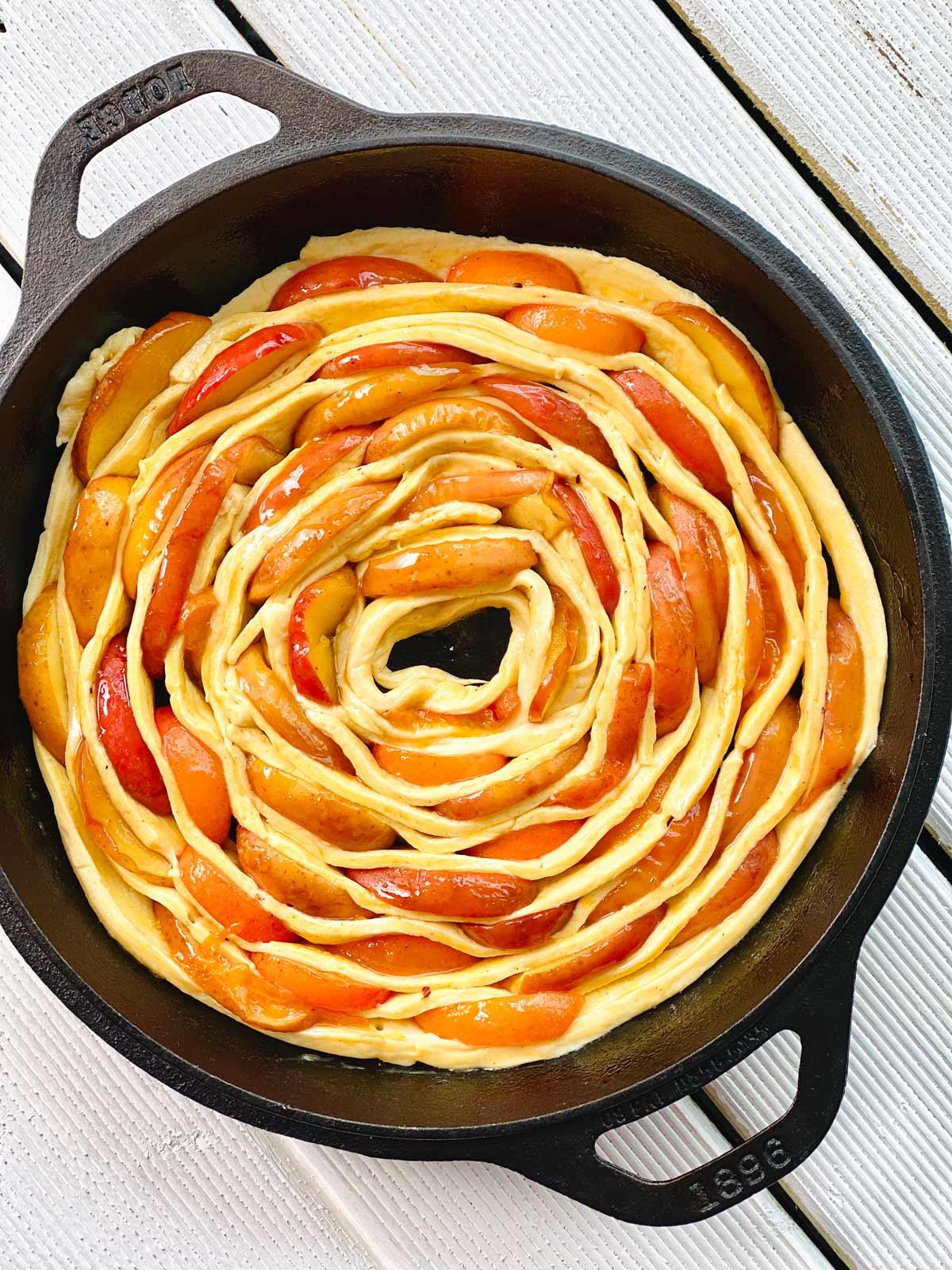 Cinamon roll apple pie pastry