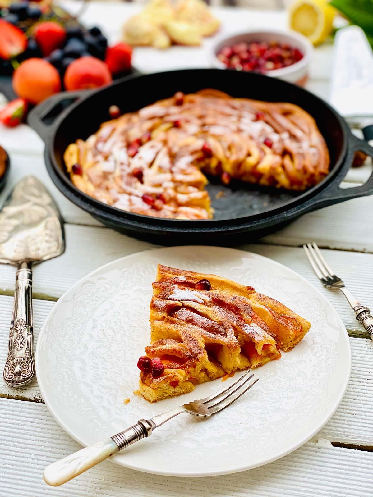 Cinamon roll apple pie