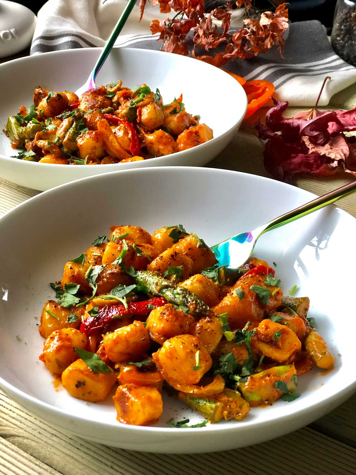 Gnocchi recipe with asparagus, peppers and mascarpone cheese sauce