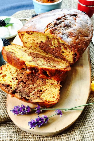 Marble cake with cacao and turmeric