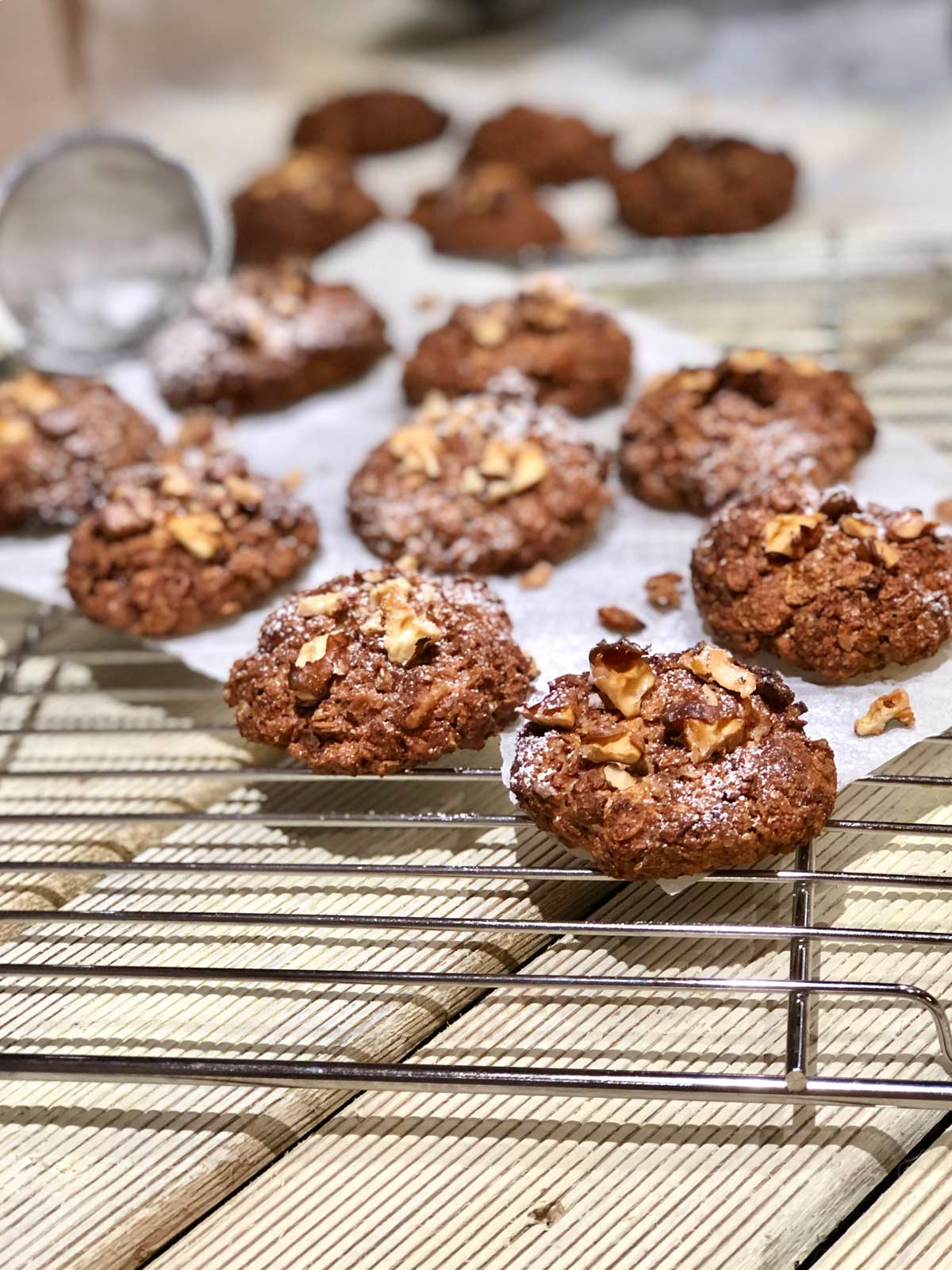 Pecan cookies with rye and barley flakes recipe