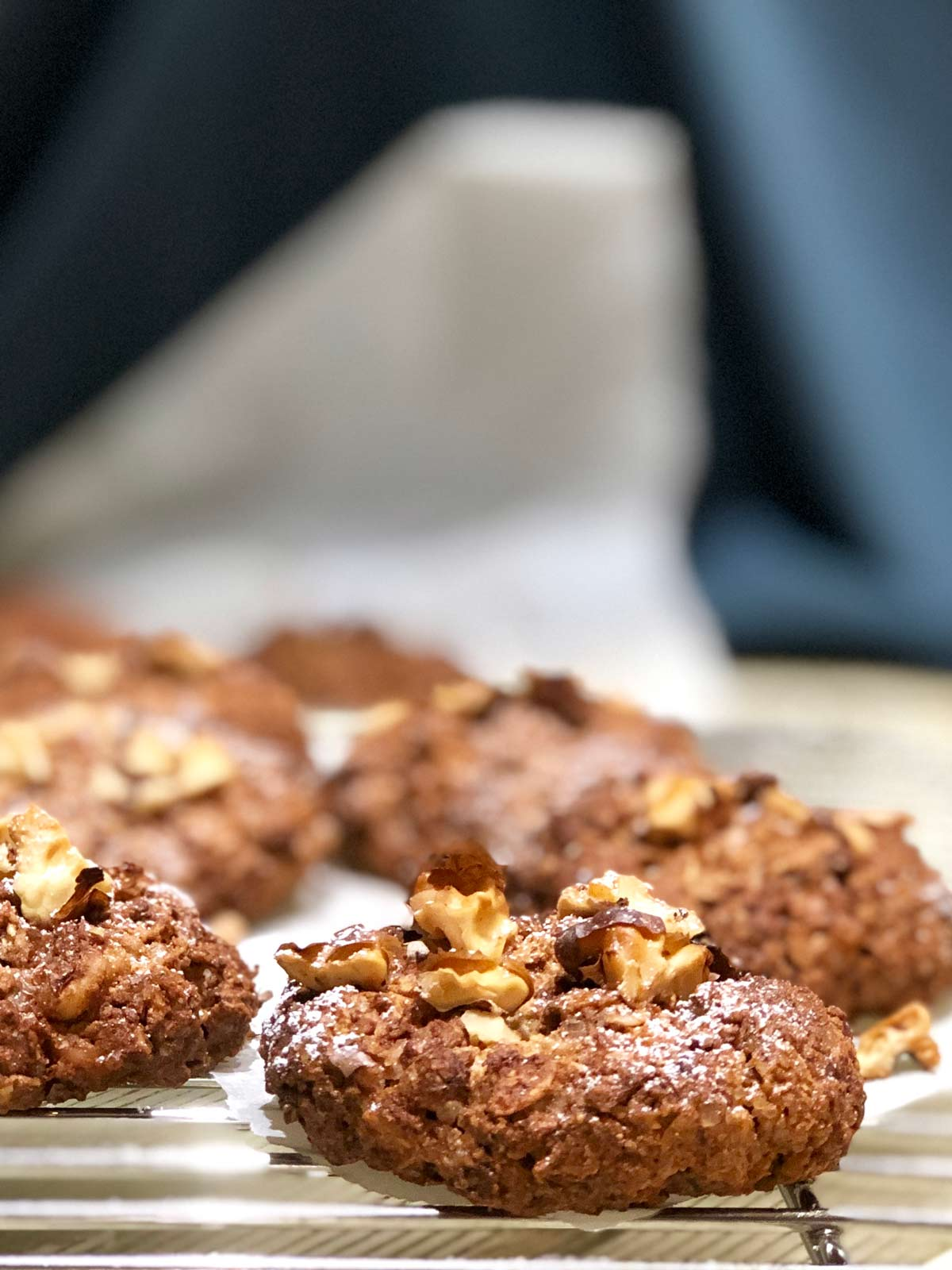 Pecan cookies with rye and barley flakes
