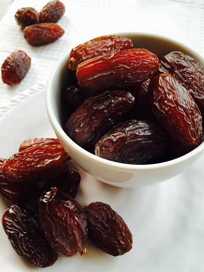 A bow with big Medjoul dates