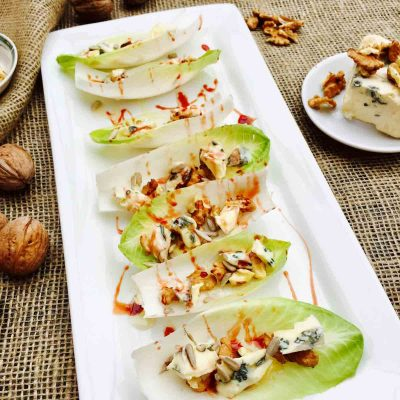 Blue cheese, walnut and dates syrup little boats