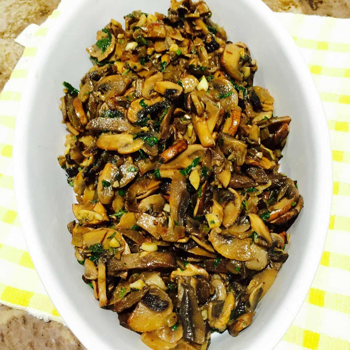 A bowl of chunky garlic mushrooms