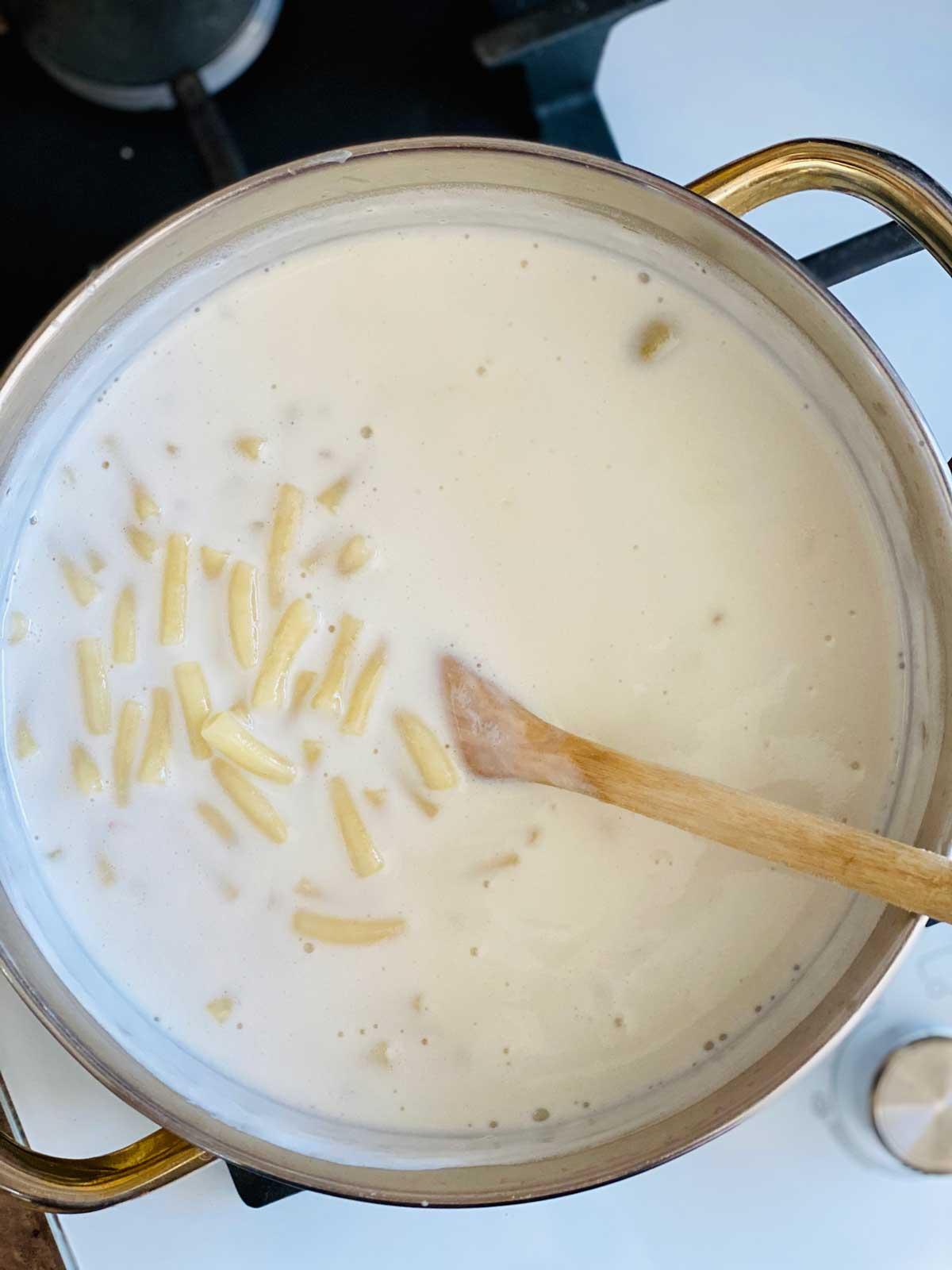 macaroni in milk