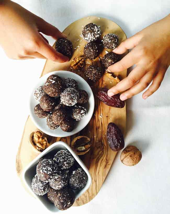 Sharing date & walnut snack balls