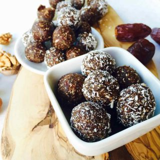 Energy snack with Medjoul dates and walnuts
