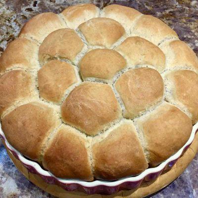 Tear and share spelt flour buns