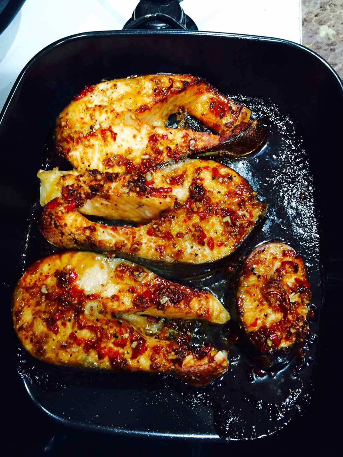 Baked spicy salmon fillets