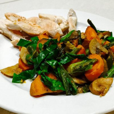 Sweet potato with mushrooms, green beans and green leaves